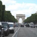 Arco de triunfo en París y los campos élysées